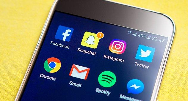 snapchat versus instagram